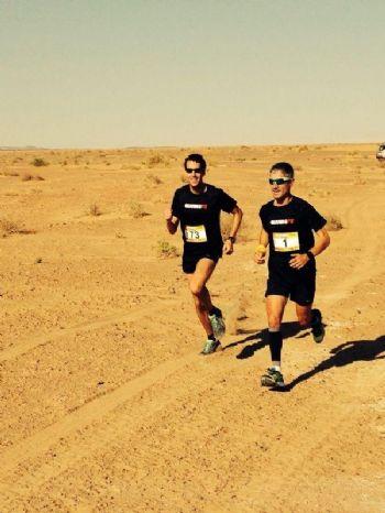 Martin Fiz corriendo en la carrera Desert Run