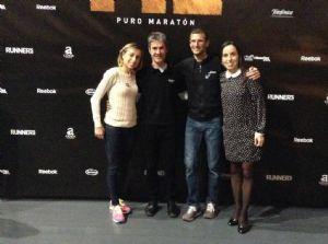 Pablo Villalobos y las hermanas Tamara y Amaya Sanfabio, junto a Martín Fiz