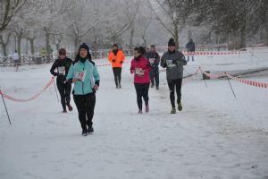 Es importante abrigar bien casi todas las partes del cuerpo cuando vamos a correr con mucho frío