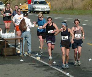 Al acabar una carrera, es importante ingerir líquidos inmediatamente