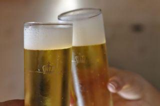 Consumir alcohol después del ejercicio puede disminuir el efecto de las bebidas recuperadoras