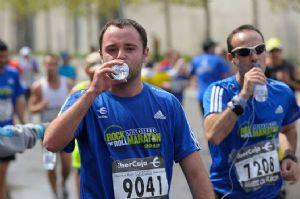 Avituallamiento en la Maratón de Madrid