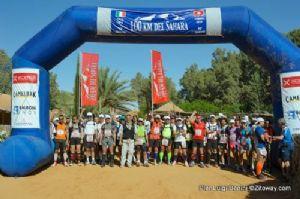 Salida de la carrera desde Ksar Ghilane, en Túnez