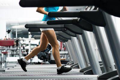 Muchos corredores populares olvidan que la musculación es importante para mejorar su rendimiento