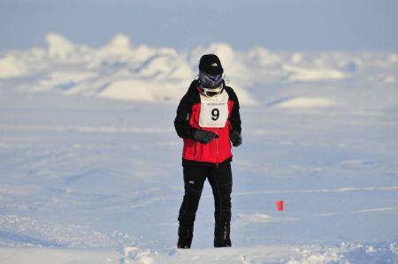 Jorge González de Matauco corriendo en el Maratón del Polo Norte