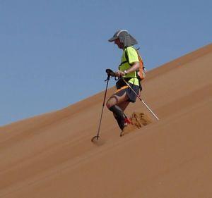 El autor de libro, corriendo en el desierto de Omán