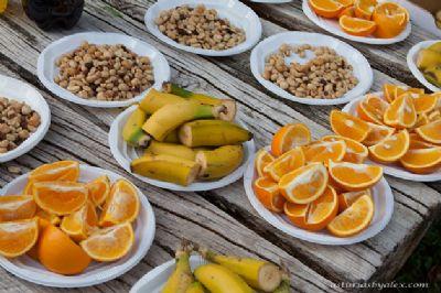 Plátanos y naranjas son frutas ideales para tomar durante una carrera