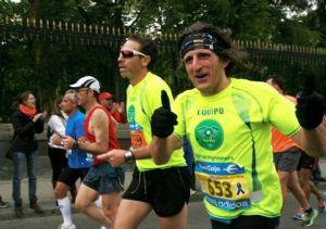 Espíritu González, junto a Luis Blanco, en la Maratón de Madrid (Foto: Eva María Tomé)