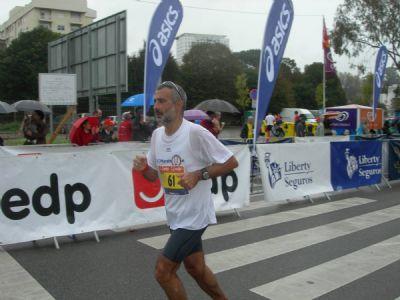 El autor del artículo, José Manuel Torralba, llegando a la meta de la Maratón de Oporto