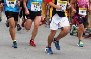 El pie sufre una serie de cambios temporales dentro de la zapatilla cuando corremos