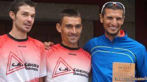 Pablo Villalobos (derecha) en el podium de la Cercedilla Trail Race, donde acabó tecero