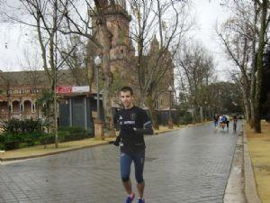 El autor del articulo, Juan Manuel Sánchez Molina, corriendo por uno de los parques de Sevilla