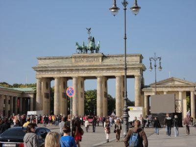Puerta de Brandenburgo, por donde pasa el Maratón a pocos metros de la meta