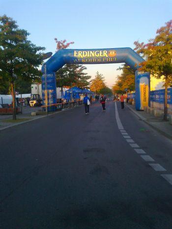 Zona de salida de la Maratón de Berlín a primera hora
