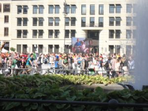 La Maratón de Berlín se caracteriza por el numeroso público que sale a las calles a ver a los corredores