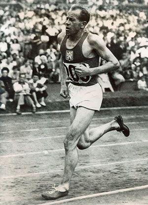 Zatopek destacó sobre todo por su éxito en los Juegos Olímpicos de Helsinki en 1952
