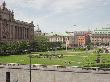 Mientras corremos por Estocolmo, también podemos admirar muchos de sus edificios emblemáticos