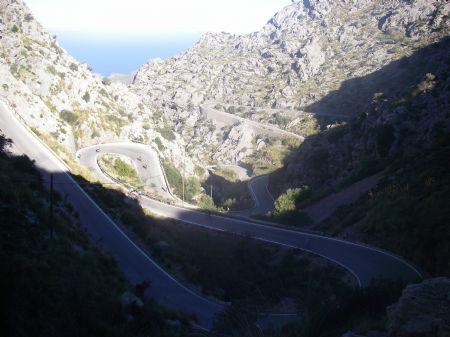Imagen de la carretera por la que transcurre la carrera de Sa Calobra