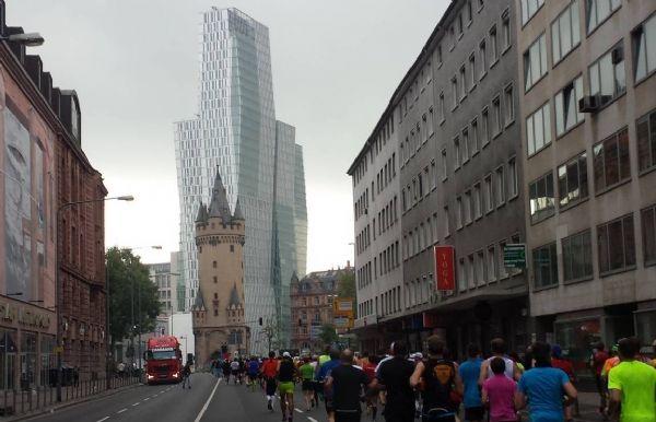 La Maratón de Frankfurt pasa por algunos de los edificios más emblemáticos de la ciudad