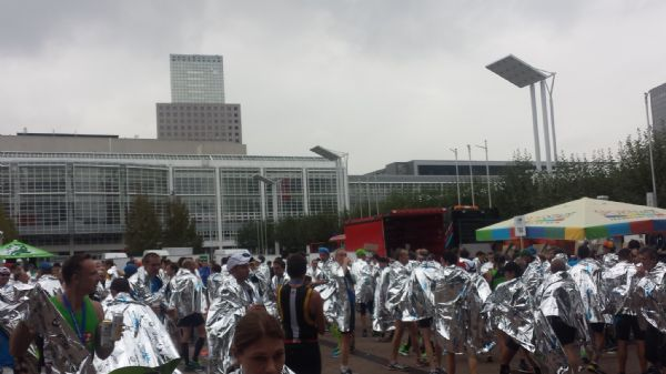 Zona de avituallamiento final de la Maratón de Frankfurt