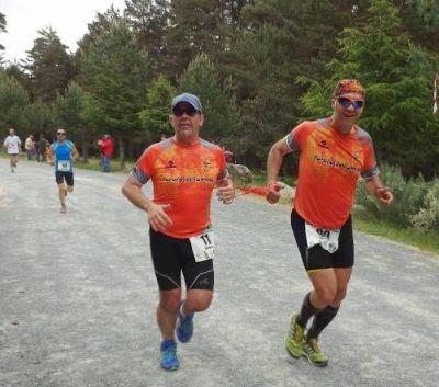 Roberto y Patxi participando en la Media Maratón por la Naturaleza de Hoyos del Espino, en Ávila