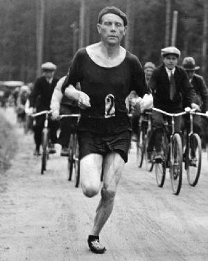 Paavo Nurmi sería el sucesor de natural de Hannes Kolehmanainen como la estrella del atletismo finlandés