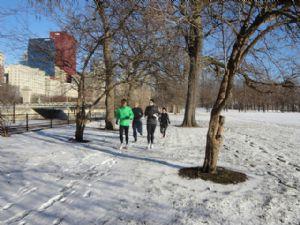 El frío afecta al metabolismo y hay que tomar precauciones cuando corremos