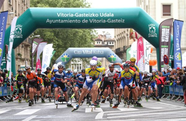 Imagen de la salida de la Maratón en Patines de Vitoria en 2014