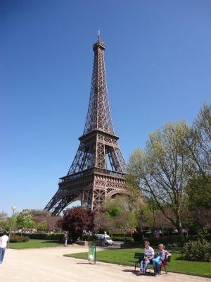 Otro de los lugares por los que pasa la Maratón de París es junto a la torre Eiffel
