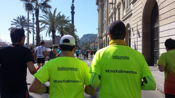 Pablo Sánchez Carmenado y Alberto Barrantes, de Drinking Runners, camino del kilómetro 40 en la Zurich Marató Barcelona