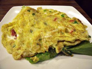 Hay muchas maneras de tomar huevo, por ejemplo, en una tortilla francesa con vegetales