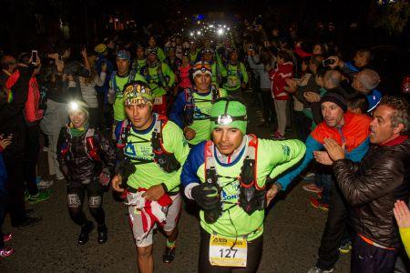 Salida de la distancia de los 120 kilómetros en la Patagonia Run 2015