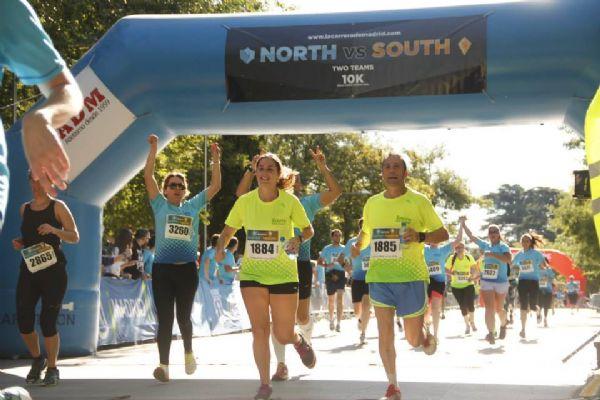 Participantes en la Carrera Norte-Sur de 2014 entrando en meta