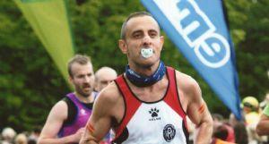 José Antonio Vallejo, llegando a la meta del Maratón de Edimburgo