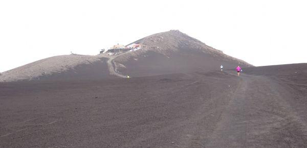Tramo final de la subida al Etna