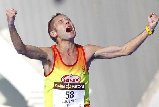 Eugenio Olmos finalizando un maratón. Foto: Alexis Sánchez.