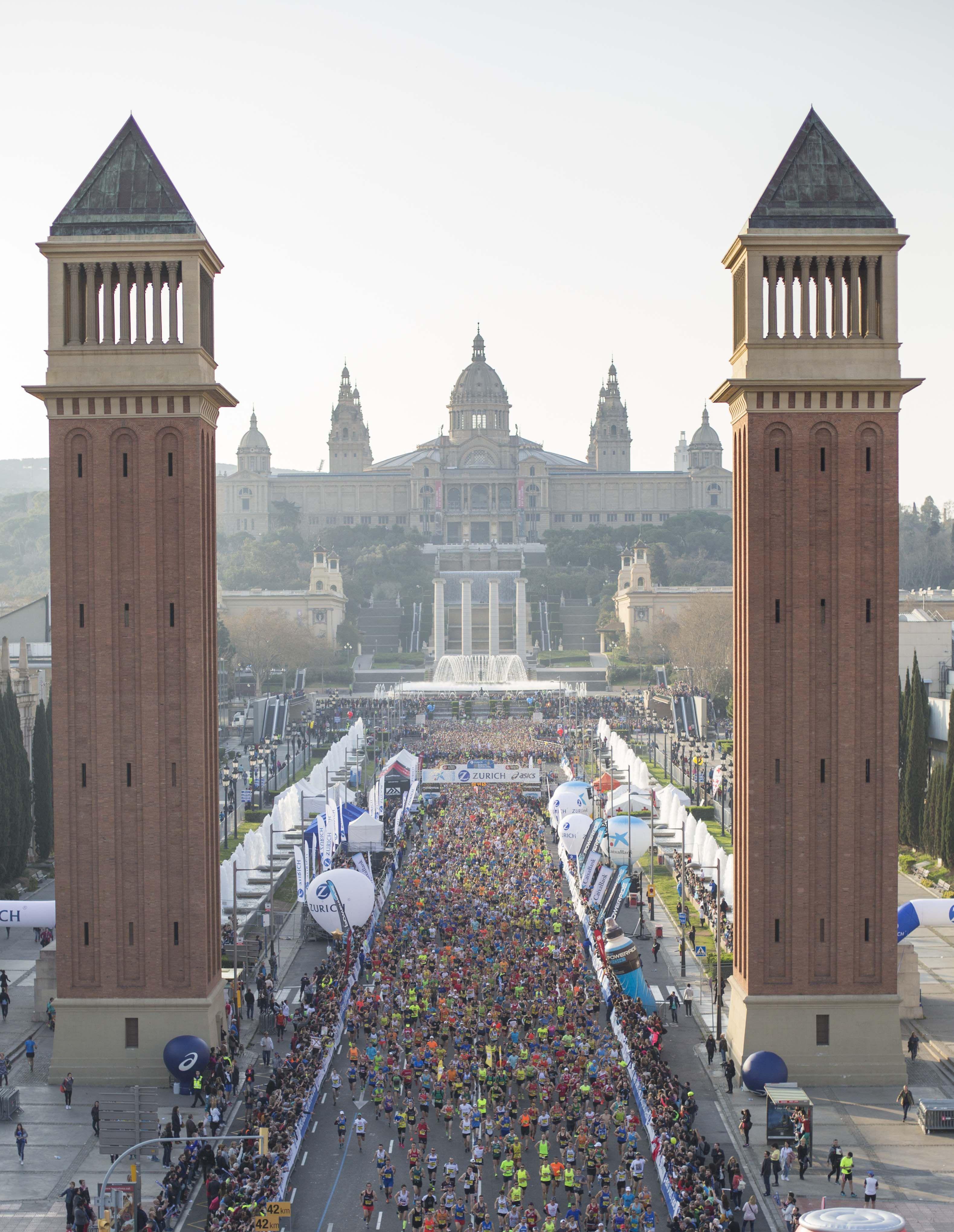 Por segundo año consecutivo la Zurich Marató de Barcelona ha superado la cifra de 20.000 inscritos, en una jornada de fiesta ciudadana y de atletismo.