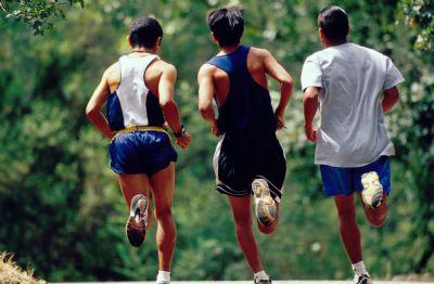 Los entrenadores suelen entrenar a los corredores en grupo