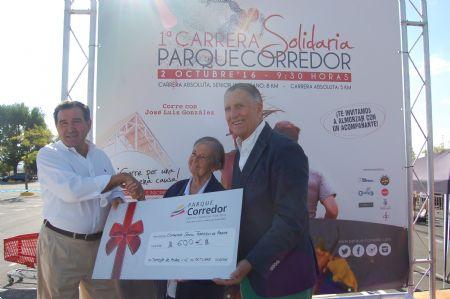 Entrega del cheque con la donación al Comedor Social de Torrejón de Ardoz