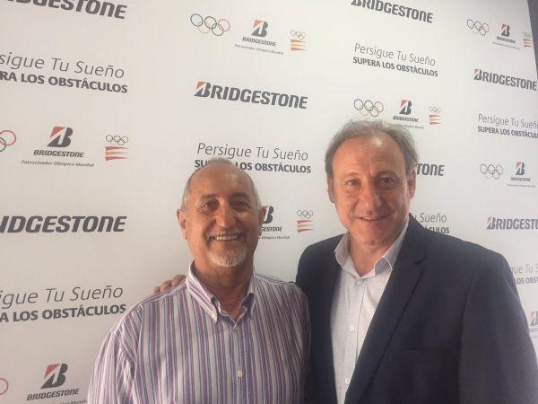 El presidente de la FAM, Isidro Arranz (izquierda), junto a Fermín Cacho