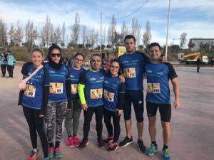 Grupo de corredores del equipo EuroTaller Theodora en una carrera popular