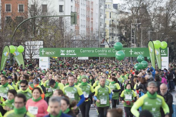 Imagen de la salida de la carrera En Marcha contra el Cáncer de Madrid 2017