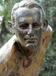 Detalle de la estatua de bronce de Edwin Flack en la ciudad de Berwick