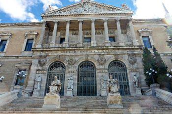 Fachada de la Biblioteca Nacional en Madrid