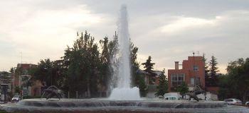 Fuente de los Delfines, en la Plaza República Argentina de Madrid