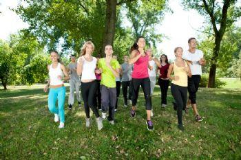 Correr en grupo y conversar puede ser muy positivo