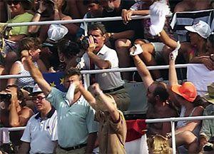 Al público de Barcelona 92 no le hizo ni la más mínima gracia. (captura de Youtube)
