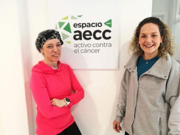 Susana, enferma de cáncer, y Lucía, entrenadora en la sede de la AECC en Madrid