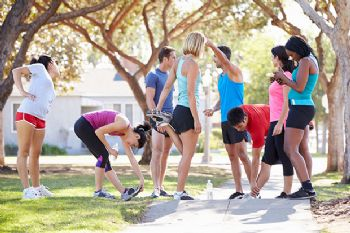 Entrenar a un grupo puede ser una buena opción para trabajar en el running.