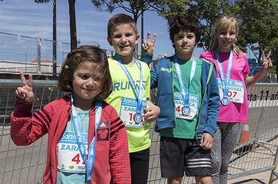 Medallas para todos en carreras infantiles